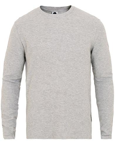 NN07 Clive Texture Crew Neck Grey Melange i gruppen Klær / Gensere / Strikkede gensere hos Care of Carl (15531011r)