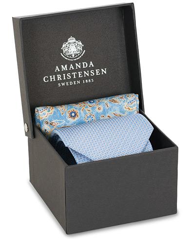 Amanda Christensen Box Set Silk Dot 8 cm Tie With Flower Pocket Square Blue  i gruppen Accessoarer / Slipsar hos Care of Carl (15641310)