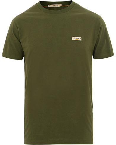 Nudie Jeans Daniel Logo Crew Neck Tee Lawn Green i gruppen Tøj / T-Shirts / Kortærmede t-shirts hos Care of Carl (15680711r)