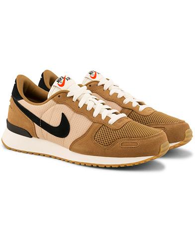Nike Air Vortex Sneaker Golden Beige i gruppen Sko / Sneakers / Running sneakers hos Care of Carl (15699511r)