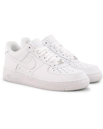Nike Air Force Sneaker White i gruppen Sko / Sneakers / Sneakers med lavt skaft hos Care of Carl (15699611r)