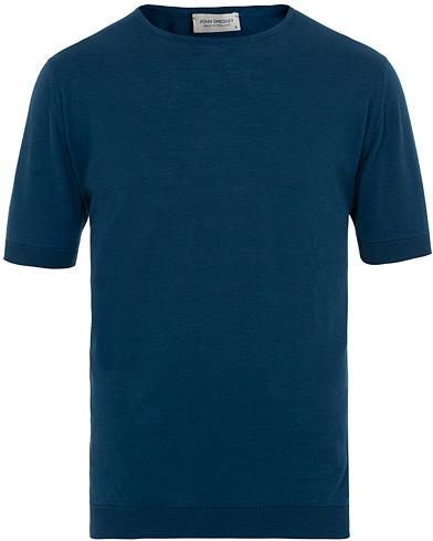 John Smedley Belden Sea Island Cotton Tee Indigo i gruppen Kläder / T-Shirts / Kortärmade t-shirts hos Care of Carl (15750411r)