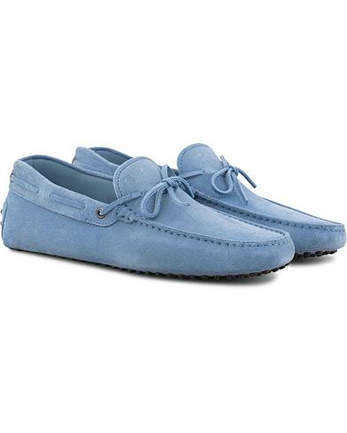 Tod's Laccetto Gommino Carshoe Sky Blue Suede i gruppen Sko / Bilsko hos Care of Carl (15765211r)