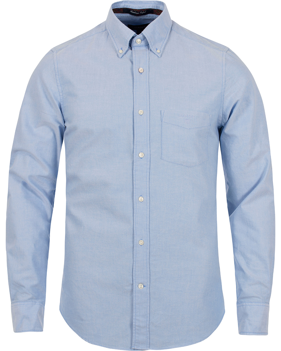 Mens Slim Fit Shirts If you prefer a style that fits close to the body, look to our new season collection of men's slim fit shirts. Get meeting-ready with our super smart Oxford shirts in short and long sleeve styles and when it's time to clock off, our trend-led printed shirts have you covered.