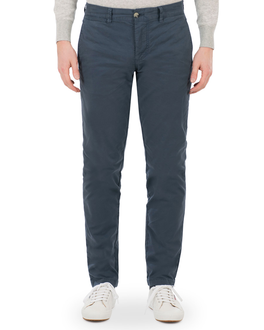 Our Super Soft Chino Pant Styled For Superb Fit And Comfort That Is Perfect For The Weekday Or Weekend. Designed With A Modern Fit - Slimmer In The Leg With Room In The Thigh For A Flattering Fit. Tailorbyrd Soft Blue Chino Pant – TailorByrd.